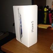 Открывается новый Apple IPhone 5 белый и черный