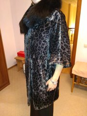 Продам пальто оверсайз с меховым воротником из альпака. Новое.